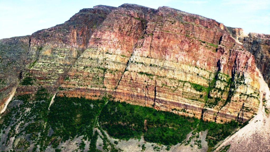 352 Складчатая гора